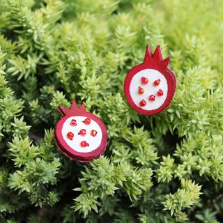 Hand-stitched red pomegranate transparent ruby ​​earrings