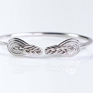 Rope knot notes. The ring is wrapped around a 925 silver enamel knot.
