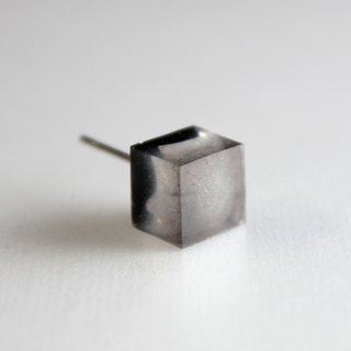 Gray resin earrings / 917 / square / white flame White Fire - Single