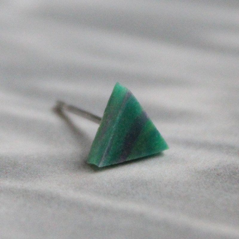 Triangle Earrings ▽  424 / Dazed and Confused ▽ Single Stud