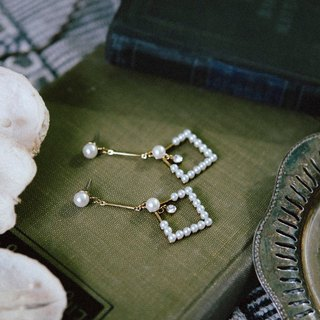COR-DATE - Semiotics - Diamond Pearl Earrings