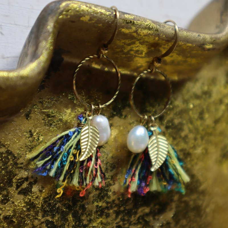 Youth mixed color brass earrings can be changed to clip brass