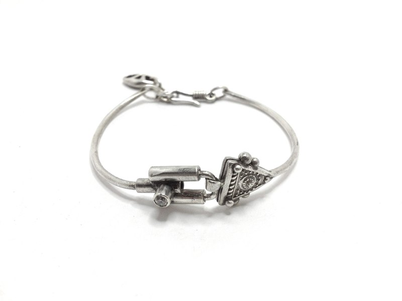 Six fedora style revision · Silver Bracelet (antique silver) | Fedora