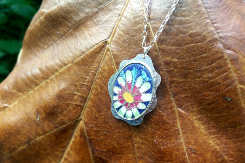 Flower image enamel necklace