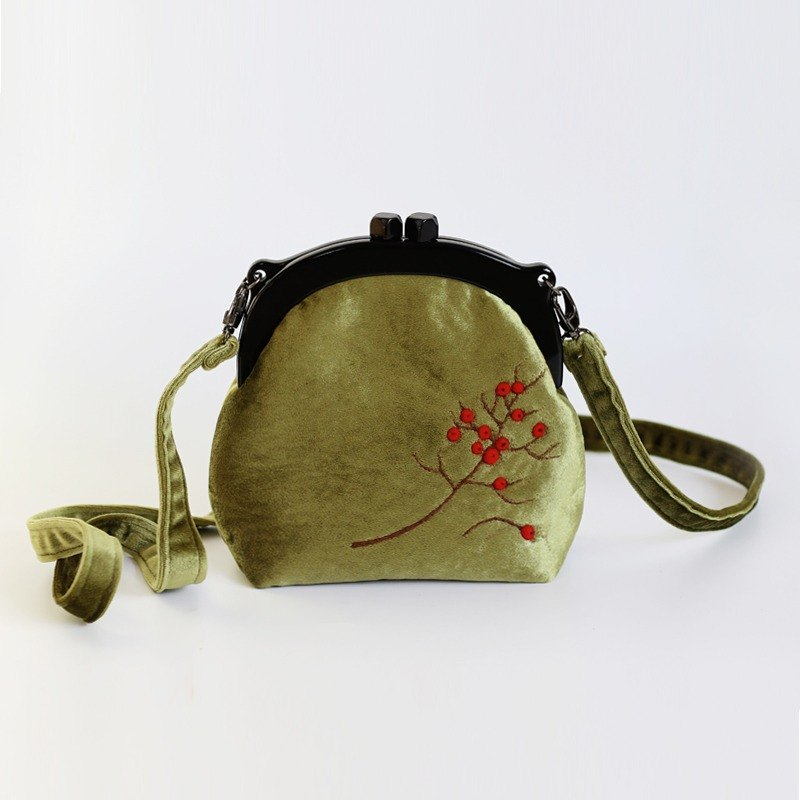 轲 artificial hand wool felt original female bag red fruit mouth gold bag literary retro small bag shoulder diagonal