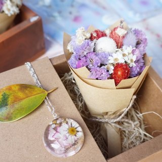 Dried flowers resin necklace / handwriting / Gift Box