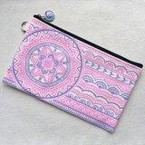 手繪收納包 鉛筆袋 化妝包 收納袋 筆袋 零錢包 拉鍊 筆盒 錢包 手機袋 紫色 粉紅 手繪包 Henna Mandala 設計 彩繪 漢娜 蔓蒂 曼陀羅 禪繞 民族 印度彩繪 帆布