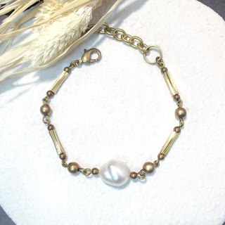VIIART. Enjoy the moon. Baroque pearl brass bracelet