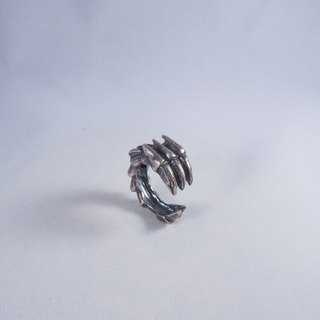 Dragon scratched the ring