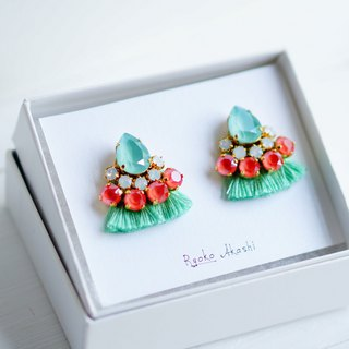 Silk and Swarovski post earrings/clip‐on ミントグリーン