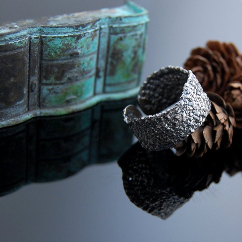 Lace Walking Silver Ring - Number 4 (Vintage. Living Wai)