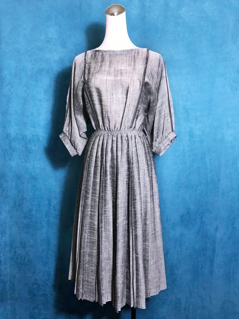 Silver gray glossy hollow antique dress / abroad brought back VINTAGE