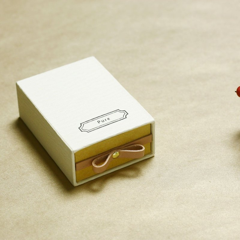 Pure // Cream) Sliding Box Leather ribbon small box to convey the feelings
