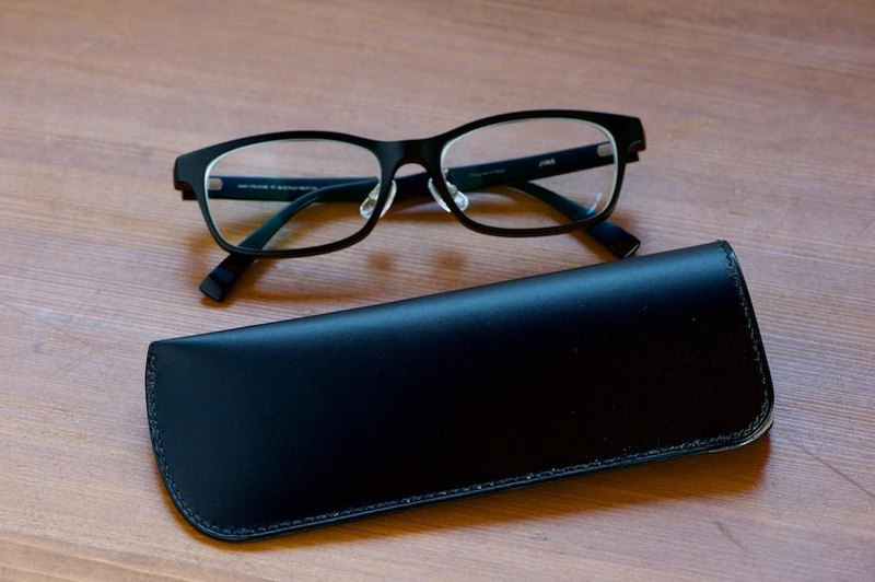 Slim glasses case black