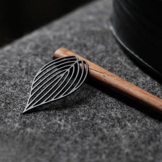 Leaf Brooch (Black)