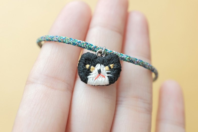 By.dorisliu - emoji hand embroidery bracelet black and white cat