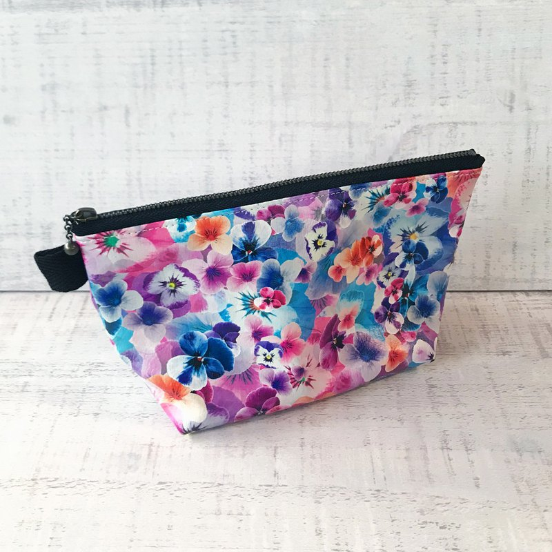 Pouch Pansy / Cosmetic pouch / accessory case / Flower/ leather