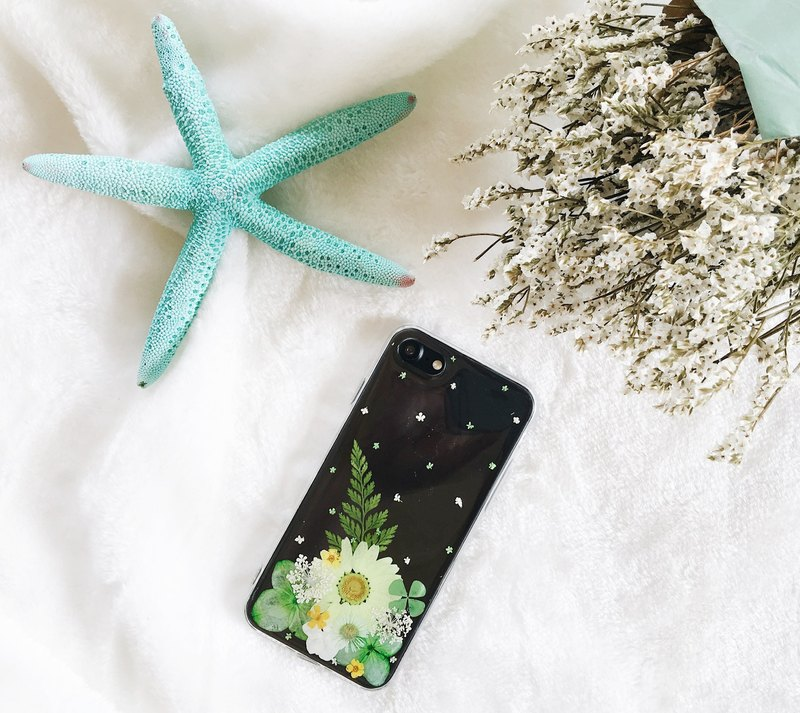 花花绿绿 • Handpressed Flower Phone Case