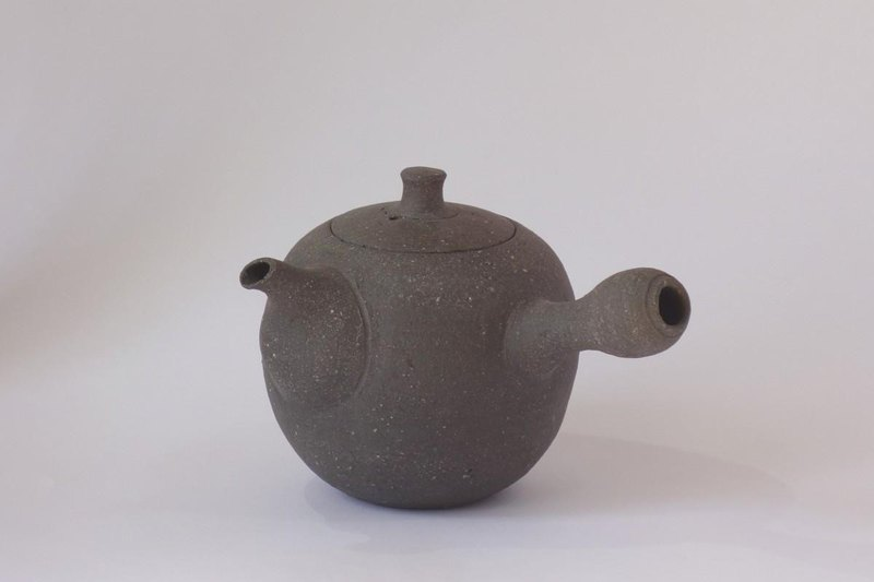Sharpened teapot (Yokomaru)