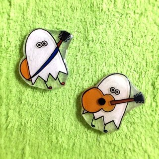 Guitar Haunted brooch