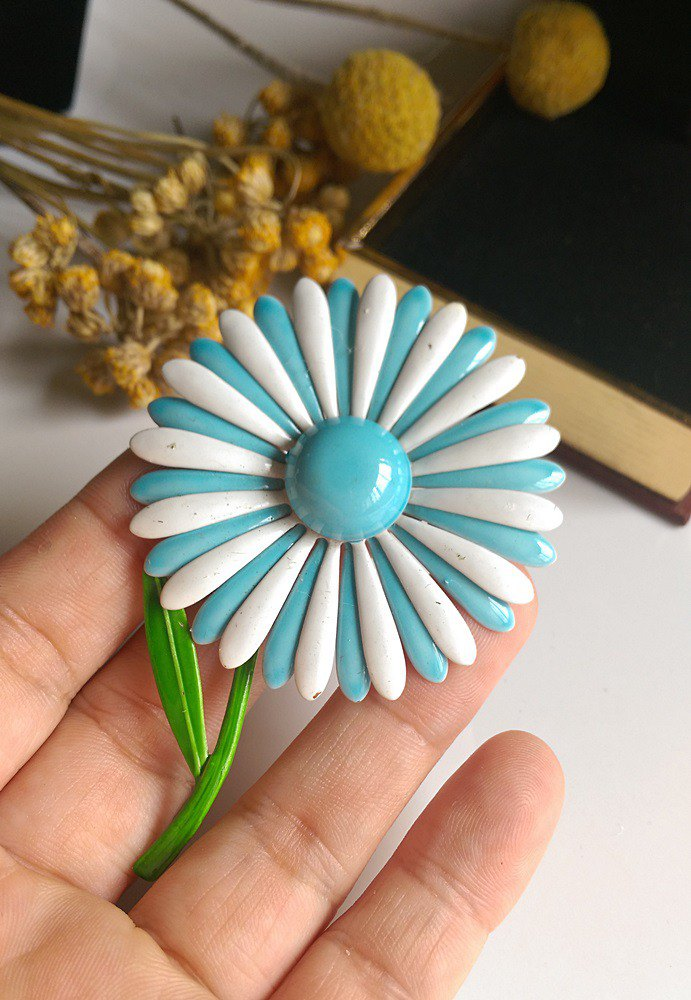 [Western antique jewelry / old age] American country blue and white fresh daisies flowers big pin