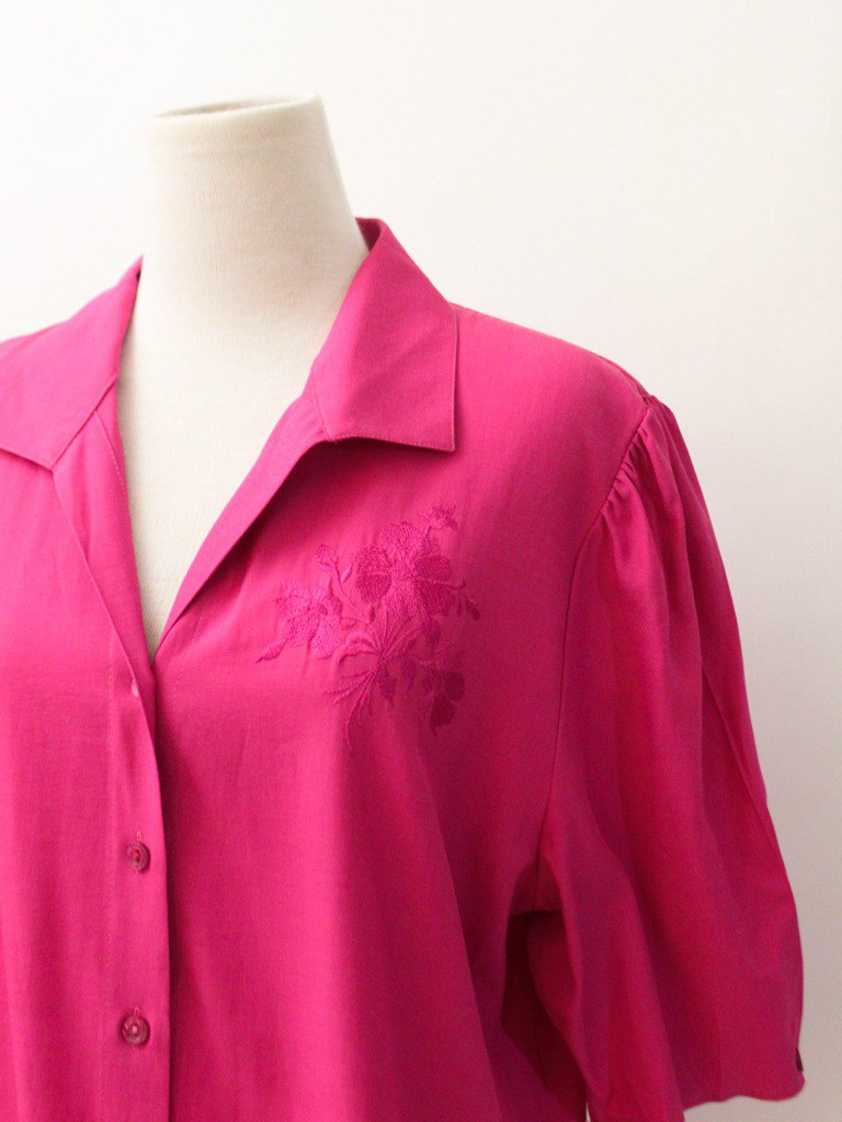 Vintage European adults pink pink loose flower embroidery rayon short-sleeved vintage shirt