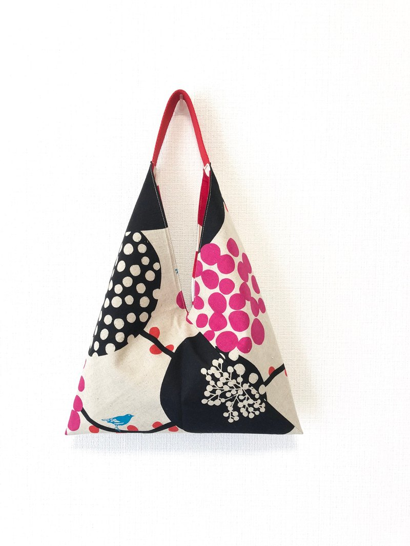 Triangle skull bag / Japanese origami bag - big black circle + red dot