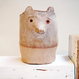 The third floor hand-made pottery raccoon potted flower