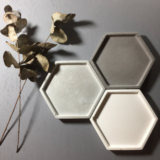 Fair-face concrete. Concrete tray accessory holder in Hexagon shape
