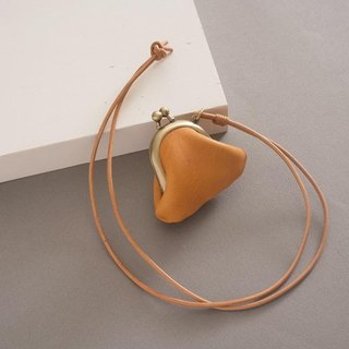 """RENÉE"" mini-mouth gold long necklace, plant tanning carved leather / plant tannage / vegetable tanned leather yellow"