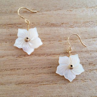 Snow flowers ◇ shellfish K14GF earrings