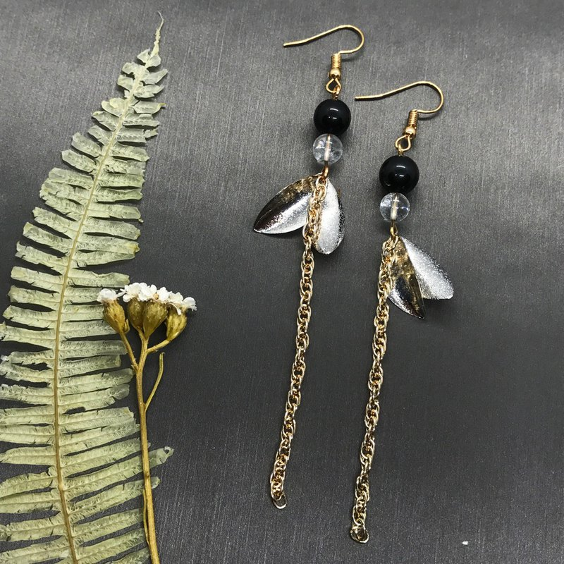 Black and white series / silver plated leaf natural crystal modified long chain earrings