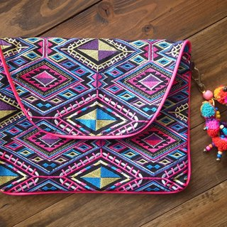 【Grooving the beats】[ Fair Trade] G-Diamond Clutch New Embroidered Fabric With Pom Pom Tassel