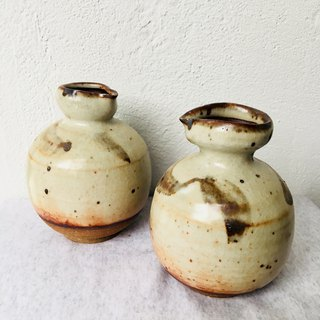 Iron painted sake pot - beige