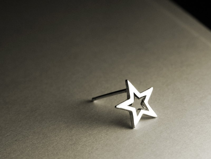 Star hollow shape sterling silver earrings (single / pair)