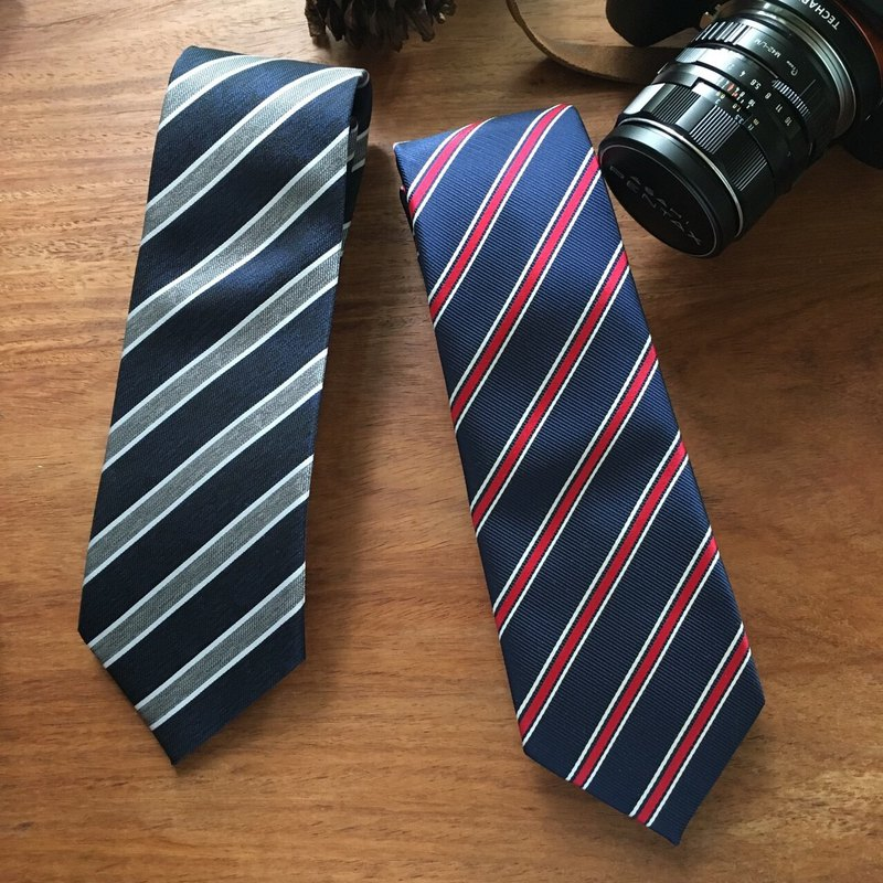 (THE GENT) Oxford Blue | Ultramarine Red Awning Stripe Neck Tie