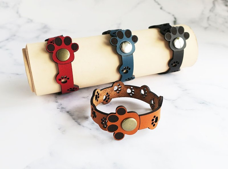 Genuine leather bracelet full of paws ☆ for women
