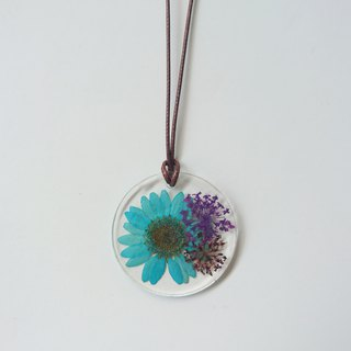 Peacock blue daisy adjustable resin necklace