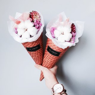"""Le Jardin"" strawberry cheese biscuit cones French Hand-made dried bouquet / Valentine's Day birthday gift"