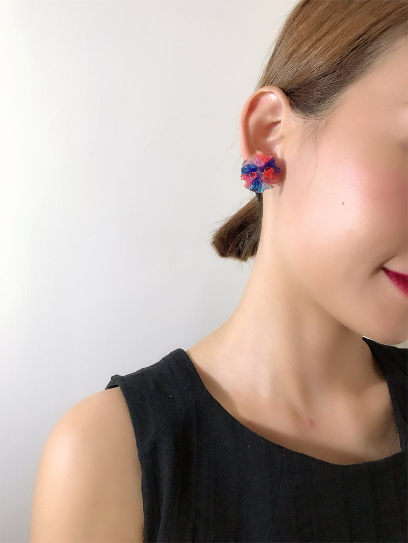 Merilokyuen | Half Universe // Blue Pink Earrings