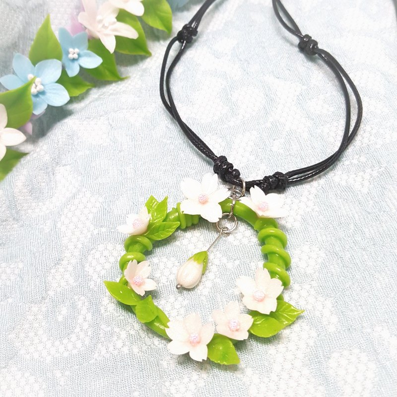 Girls love spring wreath necklace