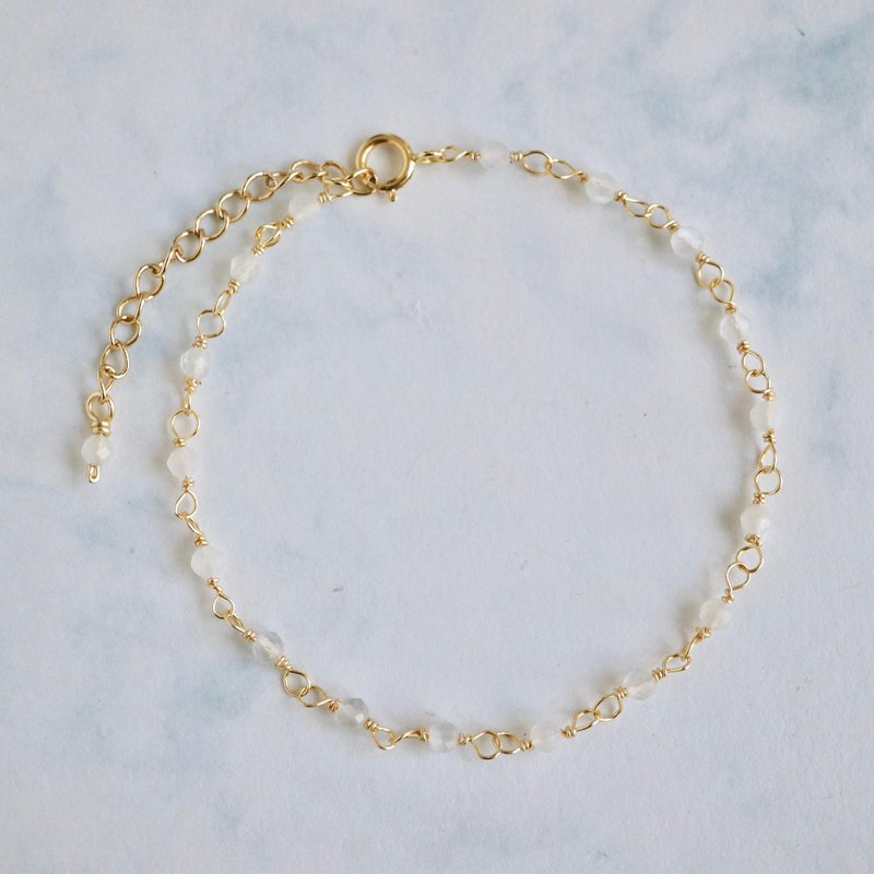 ITS-B141 [14KGF bracelet, gemstone, white moonstone] One fine white moonstone bracelet.