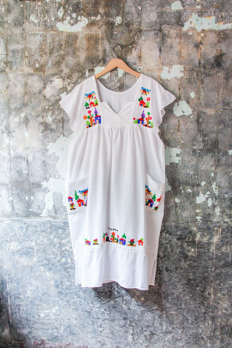 袅袅 department store-Vintage childlike hand-embroidered white Mexican dress retro