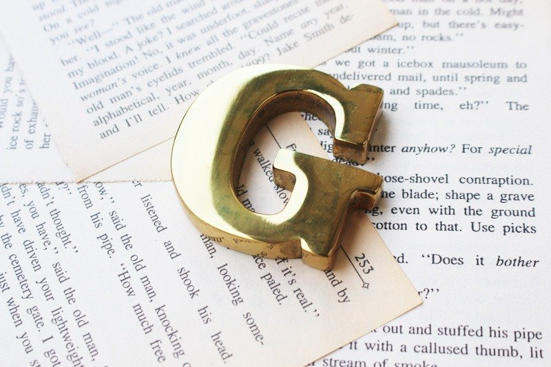 Classic English Alphabet Paperweight 【Limited Edition】