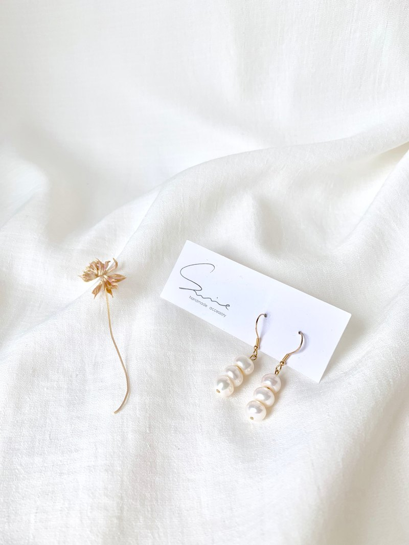 Three Bread Natural Pearl Earrings