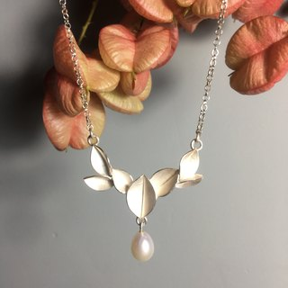 Sterling silver pearl leaf necklace