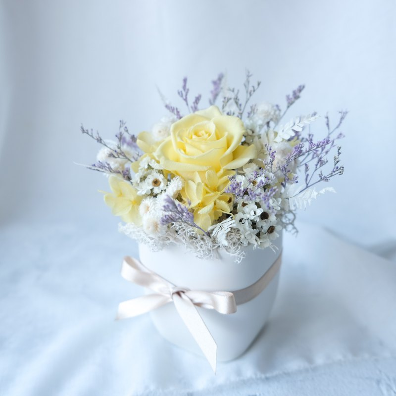[small potted flowers] potted plants / yellow / no withered flowers / eternal flowers / dry flowers / Tanabata / Valentine's Day