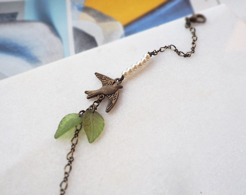 Flying swallow in the air imitation pearl green leaf bronze bracelet P46