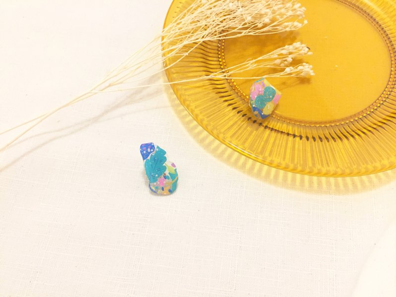 Madrid colored glass ear clips (gold)
