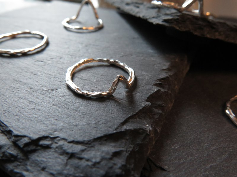 único Series - Shark Tooth  (925 Sterling Silver Ring)